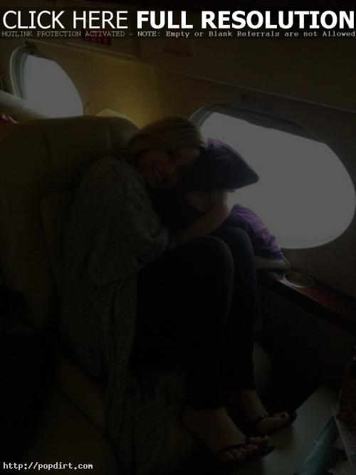 Demi Lovato relaxes in-flight