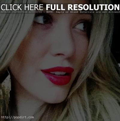 Hilary Duff red lips